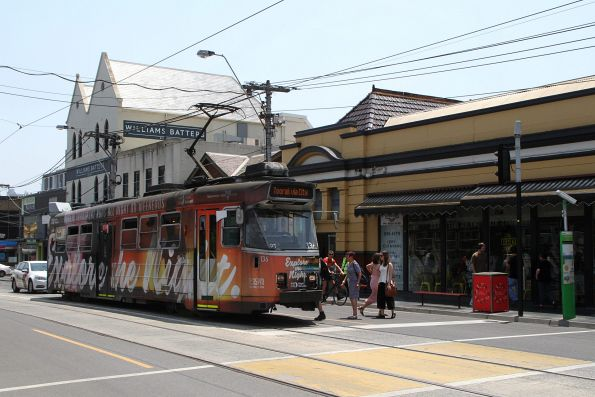 Z3.136 advertising 'PTV Night Network' heads east on route 58 at South Yarra station