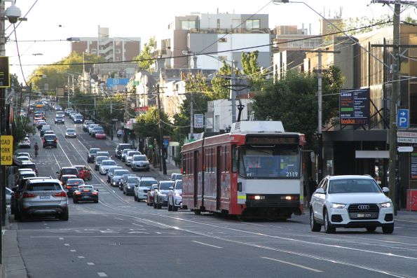 B2.2119 advertising 'La Trobe University' heads east on route 58 at South Yarra