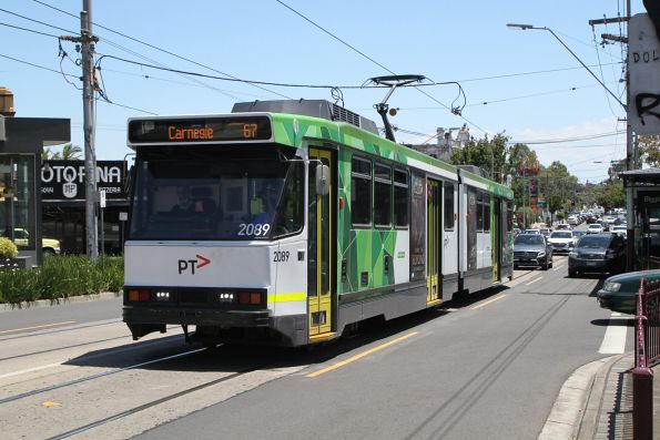 B2.2089 heads east on a route 67 service at Elsternwick station