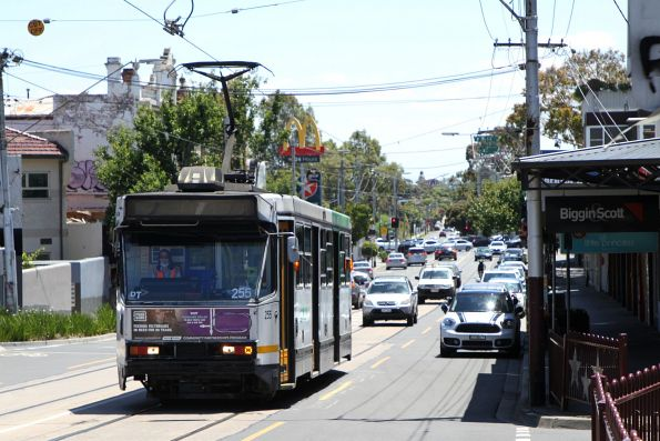 A1.255 heads east on route 67 at Elsternwick station