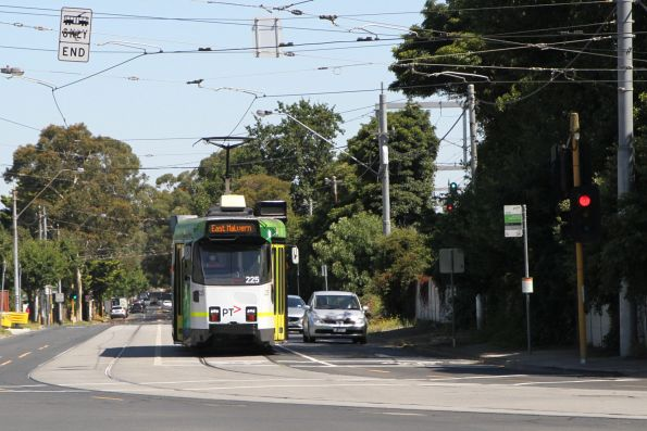 Z3.225 on route 3 along Normanby Road, Caulfield