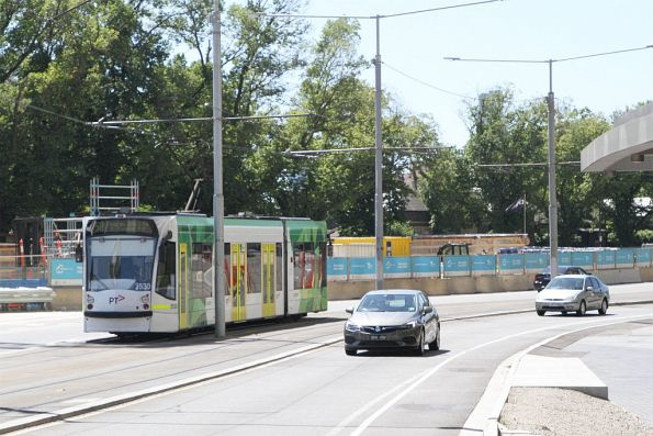D1.3530 on route 58 along St Kilda Road at Domain Road