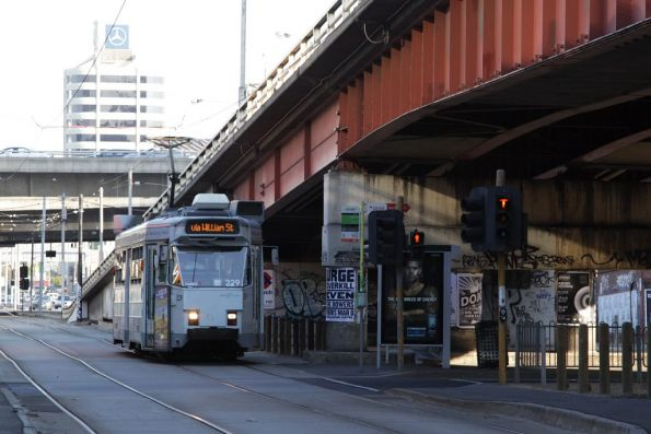 Z3.229 stops beneath the Kings Way overpass at City Road on a citybound route 55 service