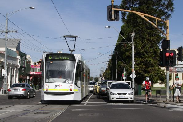 D1.3528 on route 16 waits at the corner of Carlisle Street and Nepean Highway
