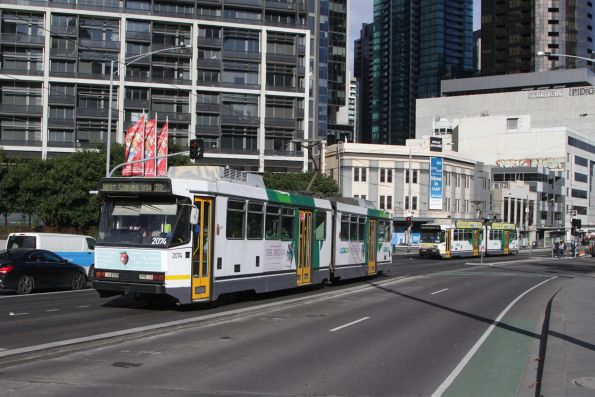 B2.2074 on route 55 heads north along the new Queens Bridge bus and tram lane
