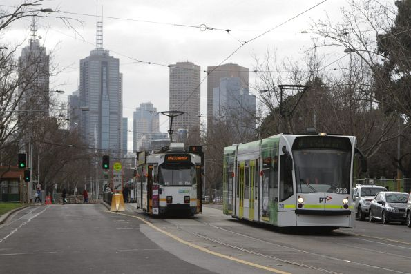 D1.3518 heads south on a route 8 service along St Kilda Road at Domain Interchange