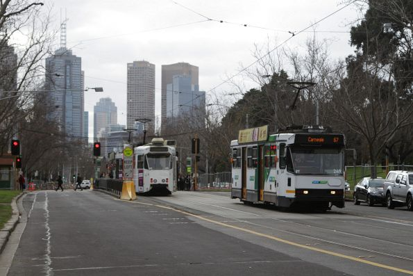 A1.249 heads south on a route 67 service along St Kilda Road at Domain Interchange