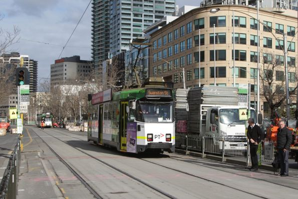 Z3.164 heads north on a route 6 service along St Kilda Road opposite the Shrine