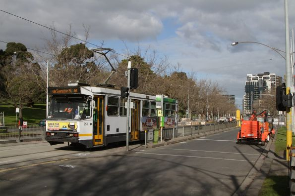 A1.251 heads north on a route 64 service along St Kilda Road outside the Shrine