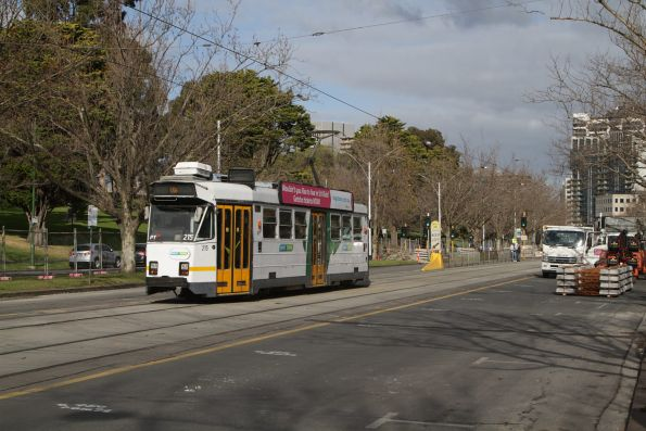 Z3.215 heads south on St Kilda Road opposite the Shrine