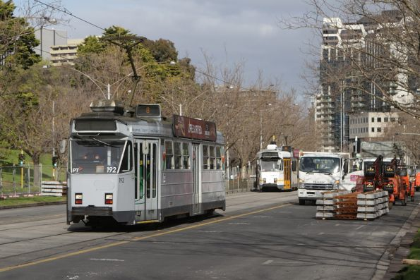 Z3.192 heads north on a route 8 service opposite the Shrine on St Kilda Road