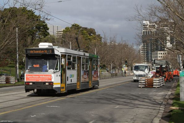 A1.255 heads north on a route 3 service opposite the Shrine on St Kilda Road