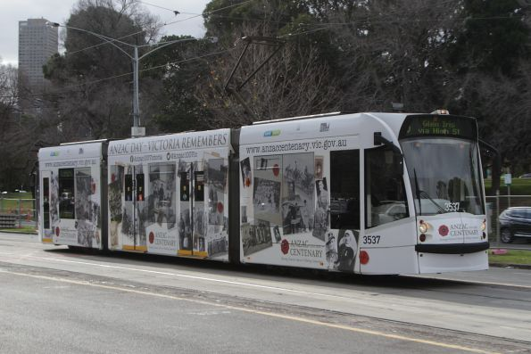 D1.3537 heads south on a route 6 services heads south on St Kilda Road outside the Shrine