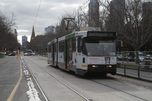 B2.2008 on a southbound route 64 service on St Kilda Road at the Shrine