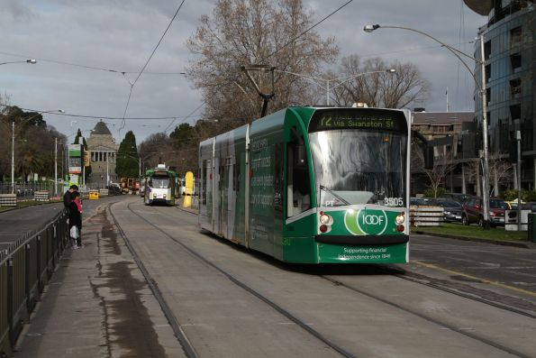 D1.3505 on a route 72 service heads north along St Kilda Road outside the Shrine