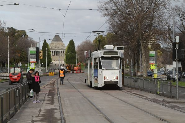 Z2.101 on a route 6 service heads north along St Kilda Road outside the Shrine