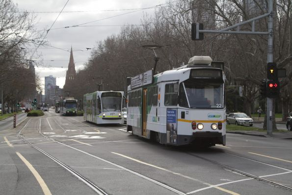 Z1.22 heads south along St Kilda Road on a route 5 service at Southbank Boulevard
