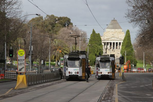 Z1.22 and Z1.88 cross paths on St Kilda Road outside the Shrine