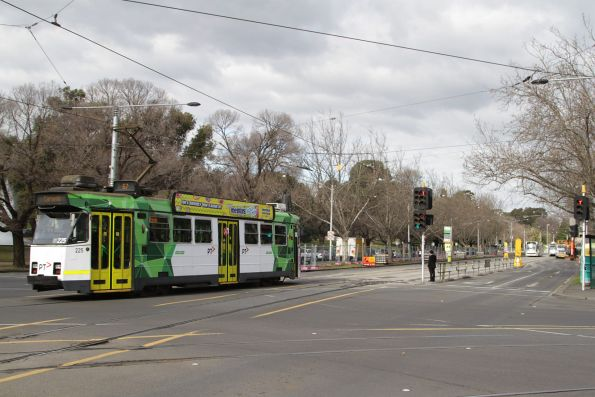 Z3.225 heads south along St Kilda Road on a route 67 service at Southbank Boulevard