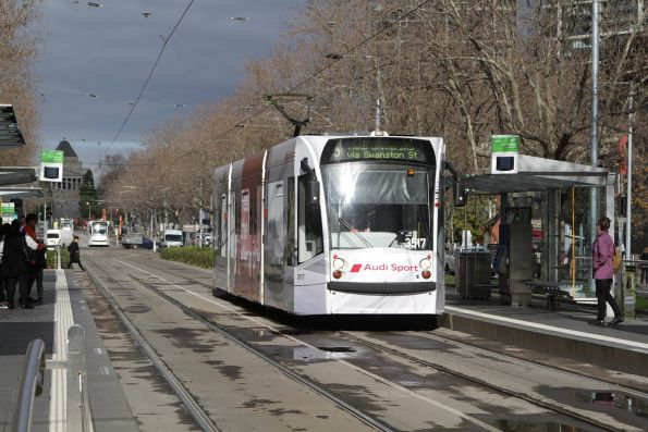 D1.3517 heads north along St Kilda Road on a route 5 service at the Arts Centre