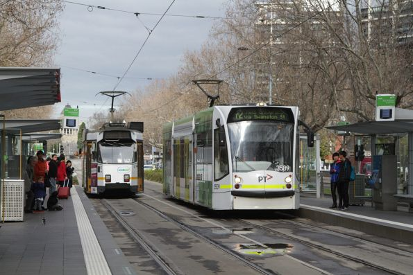D1.3509 heads north along St Kilda Road on a route 72 service at the Arts Centre