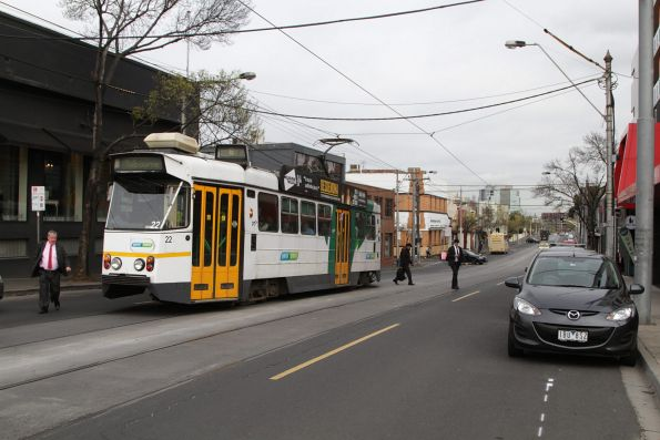 Z1.22 drops off route 6 passengers on High Street at Prahran station