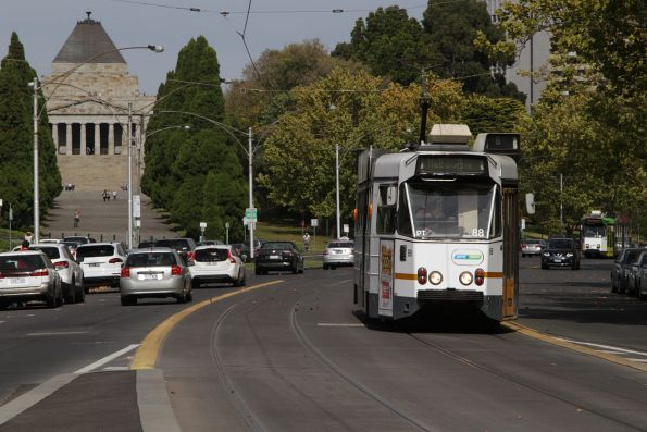 Z1.88 on route 8 passes the Shrine of Remembrance