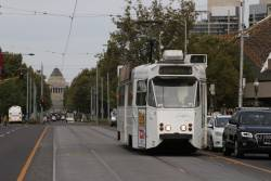 Z1.71 heads north on route 5 across Princes Bridge