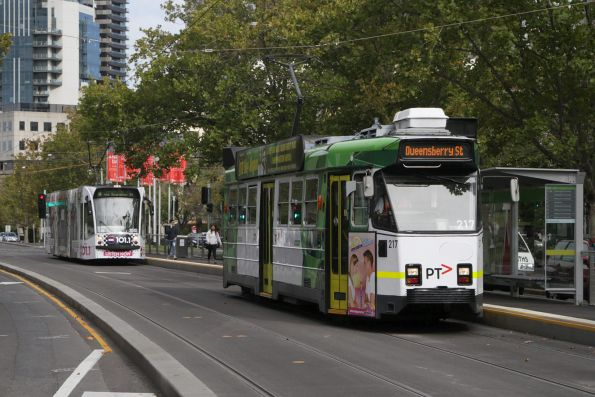 Z3.217 heads north on St Kilda Road at Coventry Street