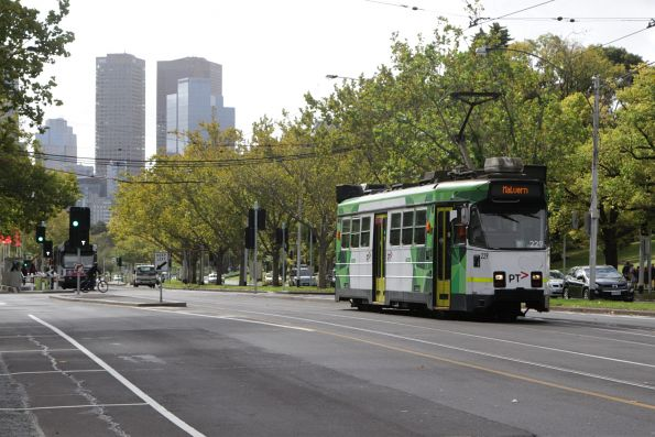 Z3.229 heads south on St Kilda Road at Grant Street