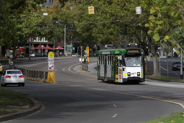Z3.119 heads north on route 5 along St Kilda Road at Domain Interchange