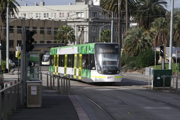 E.6018 on route 96 arrives at the Luna Park tram stop in St Kilda