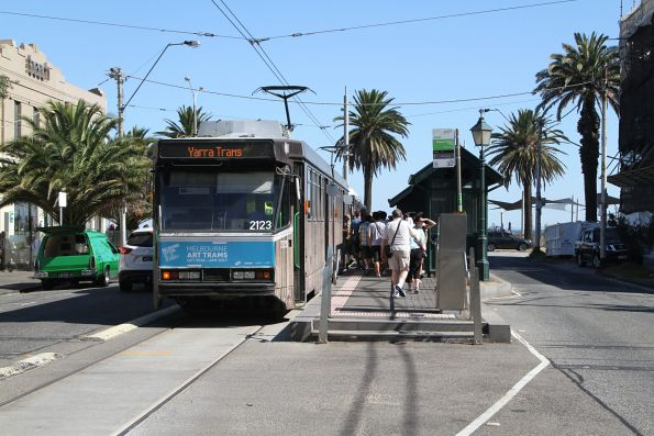 B2.2123 waits at the route 1 terminus in South Melbourne