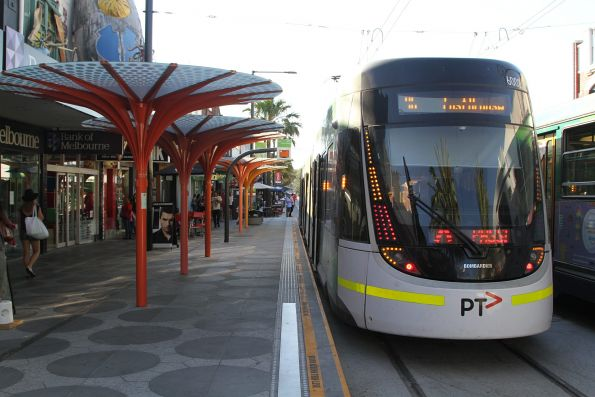 E.6002 waits at the route 96 terminus in St Kilda