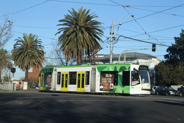 D1.3521 on route 16 turns from Dandenong Road into Hawthorn Road