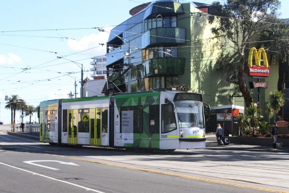 D1.3509 eastbound on route 16 at The Esplanade and Acland Street