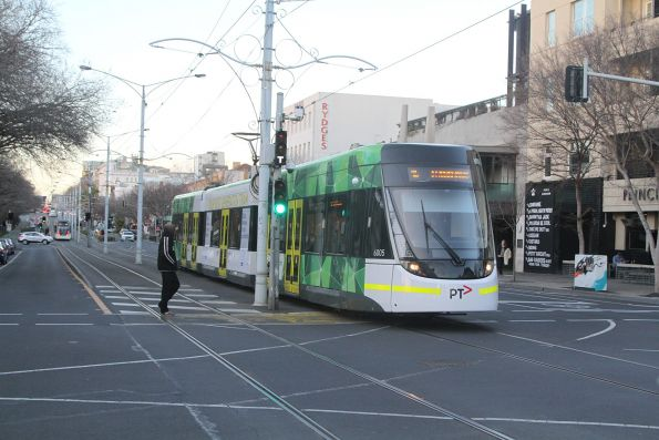 E.6005 heads south on route 96 at Fitzroy and Acland Street