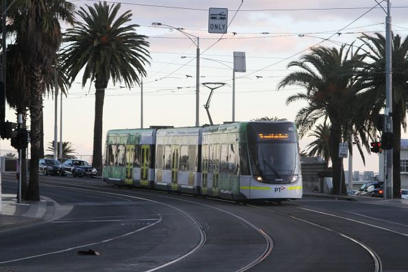 E.6002 heads north on route 96 at Fitzroy and Acland Street