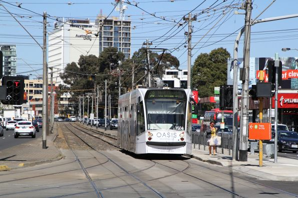 D1.3504 advertising 'Oasis Residences' northbound on route 58 at Kings Way and Sturt Street