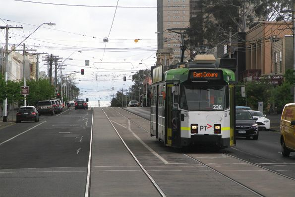 Z3.230 heads east on route 1 at Park and Moray Street