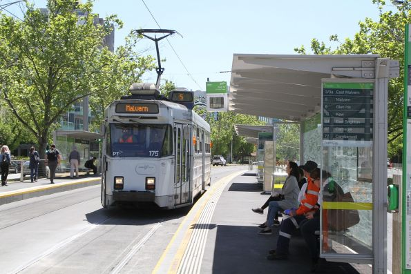 Z3.175 heads south on route 5 at St Kilda Road and Park Street