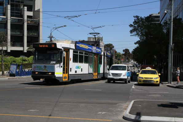 B2.2099 on route 58 turns from Park Street into St Kilda Road
