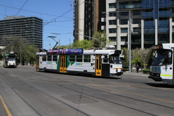 Z3.187 and B2.2099 on route 58 turn at Park Street into St Kilda Road