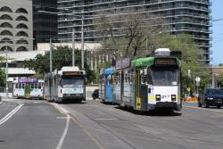 Z3.158 heads north at St Kilda Road and Park Street