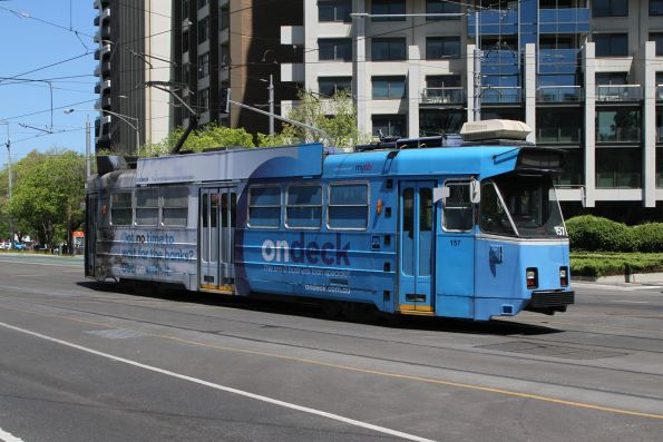 Z3.157 advertising 'OnDeck' heads north on route 6 at St Kilda Road and Park Street