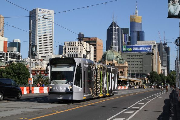 D1.3530 advertising 'Sovereign Hill' heads south on route 5 over Princes Bridge