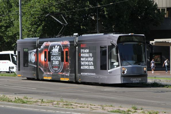 D1.3527 advertising 'Carlton Zero' heads north on route 16 at the Arts Centre