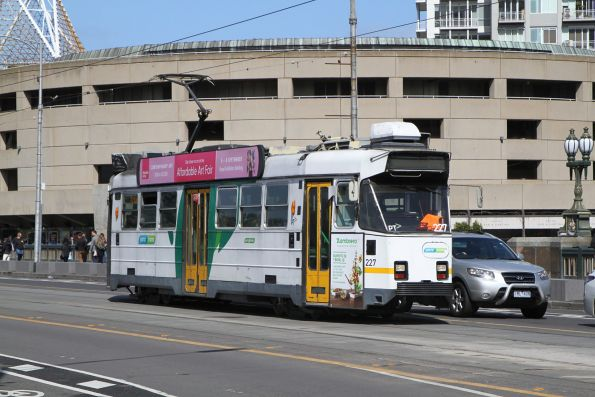 Z3.227 heads north on route 6 over Princes Bridge