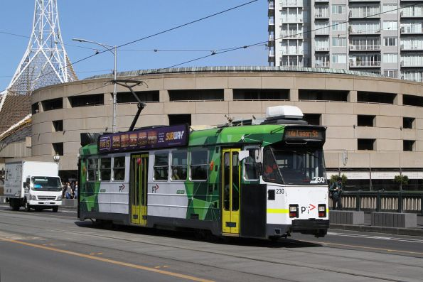 Z3.230 heads north on route 1 over Princes Bridge