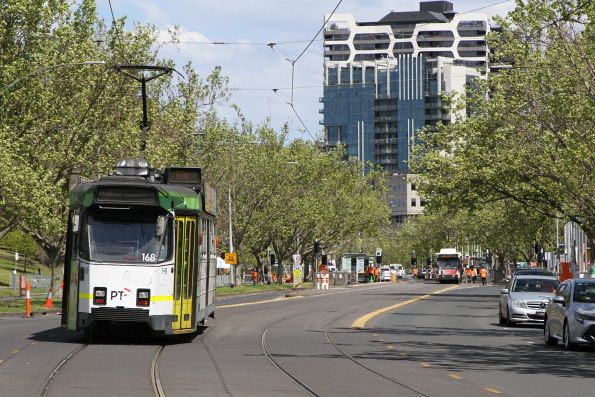 Z3.168 heads south on route 67a at St Kilda Road and Anzac Avenue